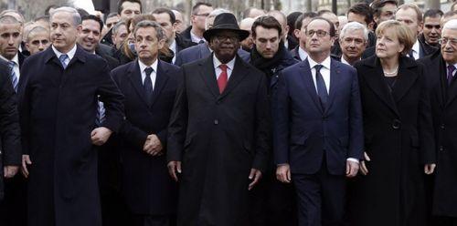 Carla Bruni, Nicolas Sarkozy, Ibrahim Boubacar Keita, François Hollande, Angela Merkel, Mahmoud Abbas et Matteo Renzi lors de la Marche républicaine à Paris, le 11 janvier.